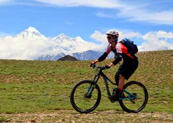 Biking-on-Annapurna-Circuit
