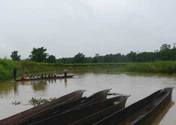 Canoe-Ride-River-Safari-Chitwan